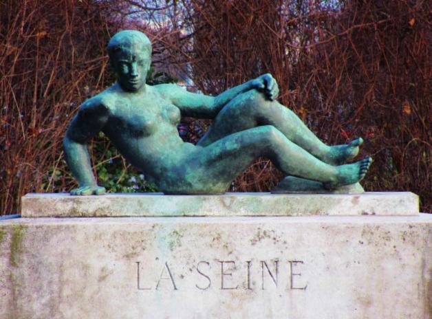 Paris, la Seine, sculpture